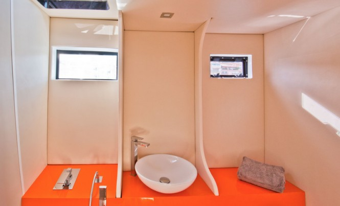 Motor yacht AIR 77 - Bathroom