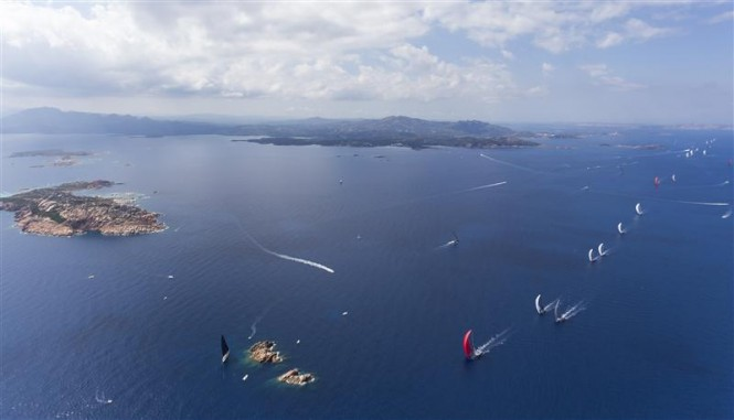 THE FLEET GETTING TO MORTORIOTTO ROCK UNDER SPINNAKER - Photo Rolex:Carlo Borlenghi