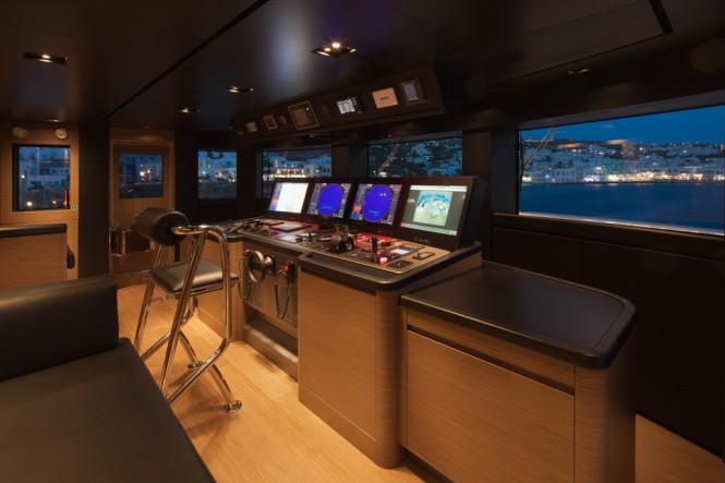 CRN Motor Yacht SARAMOUR  - Wheel house