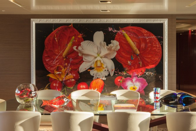 Luxury yacht SARAMOUR - Main Saloon Dining