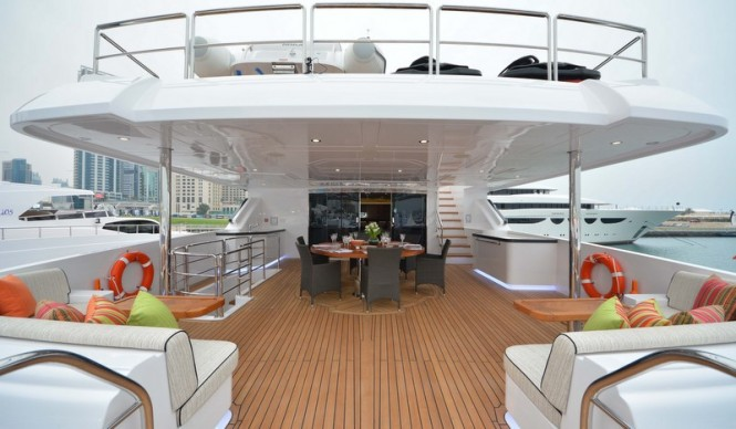 Majesty 135 Yacht - Upper Deck aft