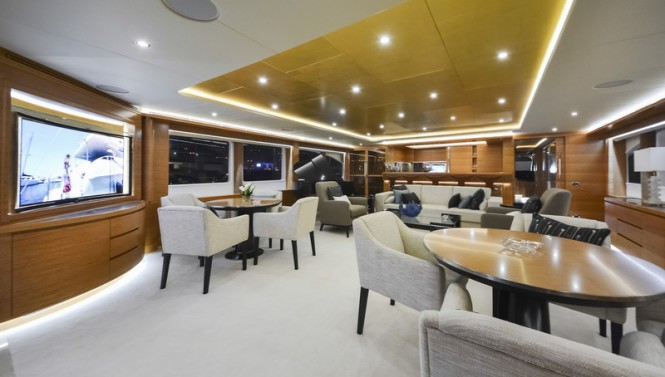 Majesty 135 Yacht - Upper Saloon