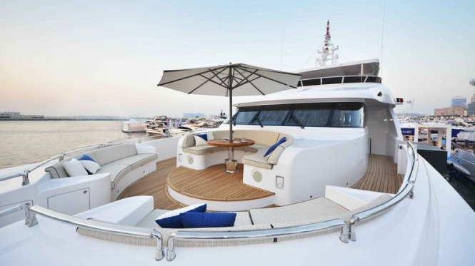 Majesty 135 superyacht - Bow seating area