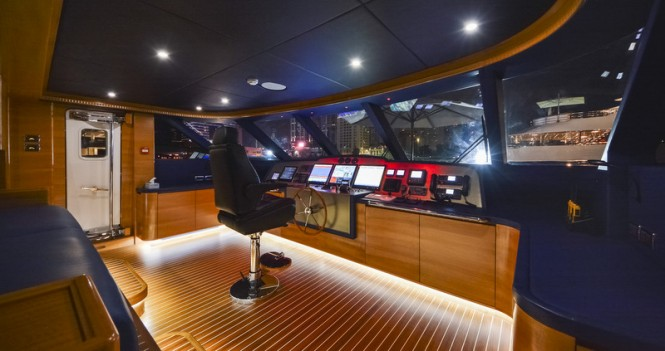 Majesty 135 superyacht - Raised Wheelhouse