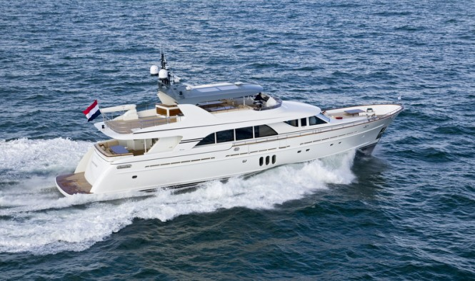Mulder 98 Flybridge motor yacht YN1391 at full speed