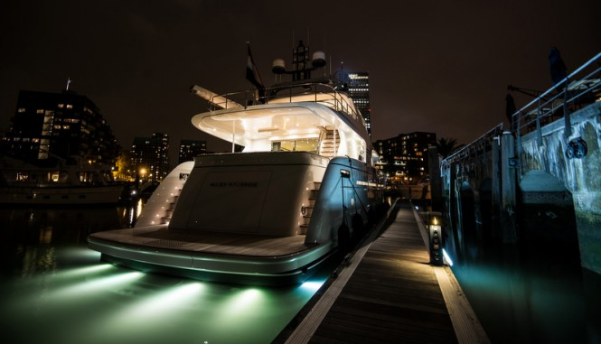 Mulder 98 Flybridge motor yacht YN1391 by night