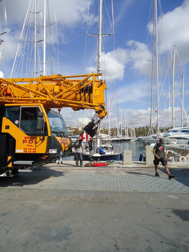 RSB riggers preparing for the unstepping of the Oyster 82 Yacht Starry Night rig