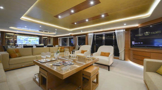 Super yacht Majesty 135 - Main Saloon
