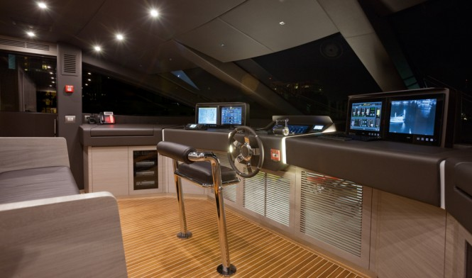 Benetti Motor Yacht Veloce 140 - helm