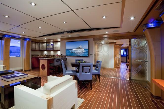 Charter yacht VICTORIA DEL MAR -Skylounge - Photo Jim Raycroft