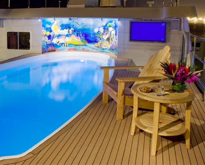 Explorer yacht GLOBAL - swimming pool