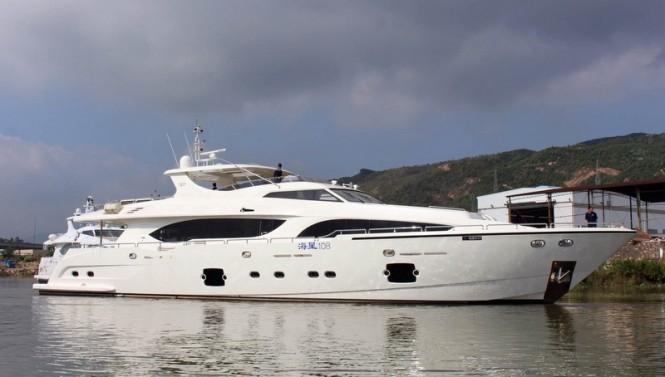 Luxury motor yacht Xinyi 868 - side view