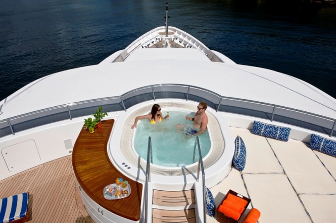 Relaxing aboard superyacht Blue Moon - Sundeck Spa Pool