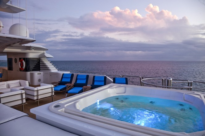 VICTORIA DEL MAR yacht - Sun Deck Jacuzzi - Photo Jim Raycroft