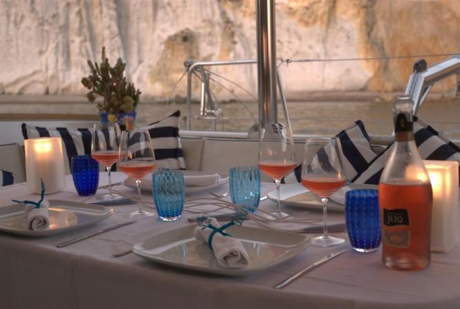 Charter Catamaran OMBRE BLU - Alfresco dining