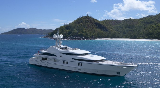 Luxury motor yacht Anna in the Maldives