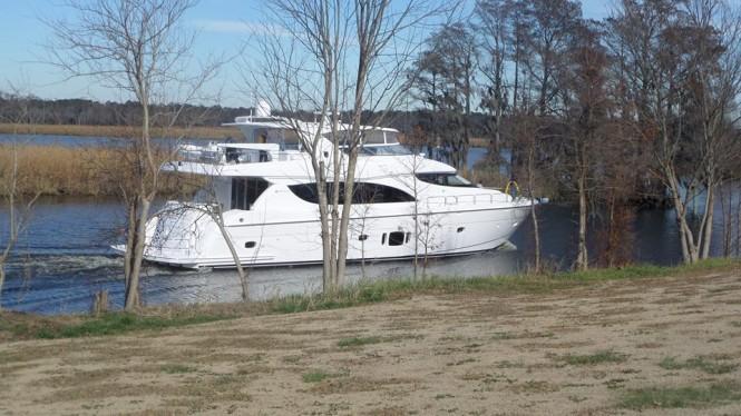 Luxury motor yacht Hatteras 80 MY underway