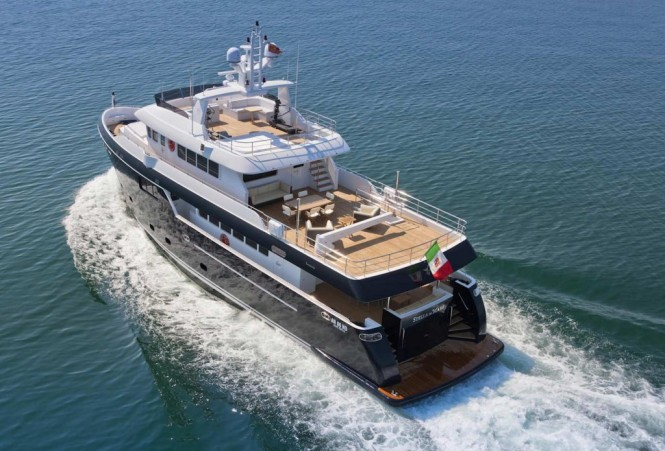 Luxury yacht Stella di Mare - aft view