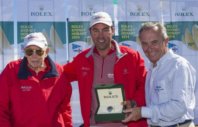Bob Oatley, Owner of WILD OATS XI, and Skipper Mark Richards receive the Rolex Yacht-Master timepiece for Line Honours from Jean-Nöel Bioul, Rolex SA - Photo by Rolex Carlo Borlenghi