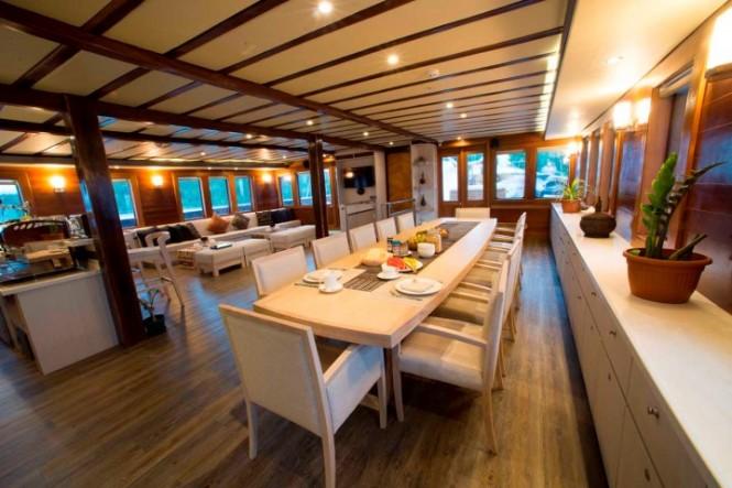 Super yacht Lamima - Saloon