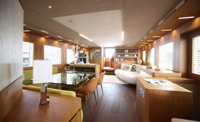 YOLO Yacht - Saloon