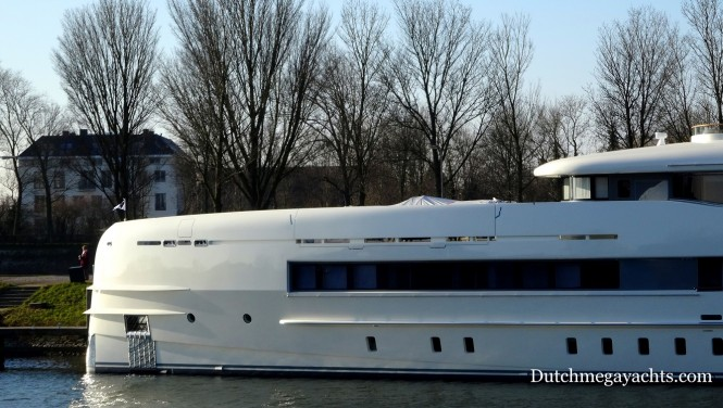 Heesen Sibelle Yacht with mast added - bow