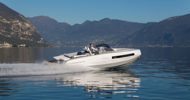 Invictus 280GT luxury yacht tender underway
