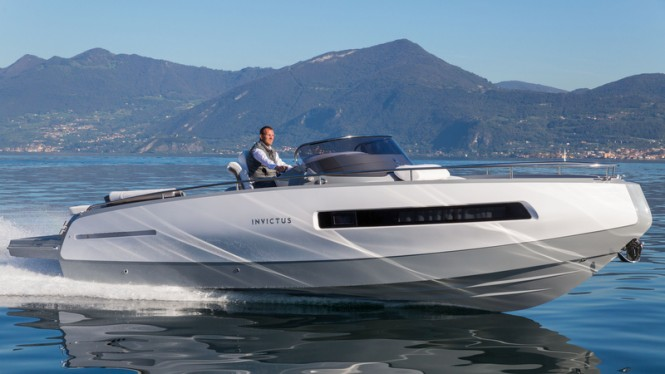 Invictus 280GT yacht tender - side view