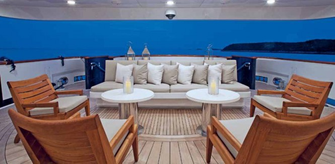 Luxury Yacht COCKTAILS - Aft Deck