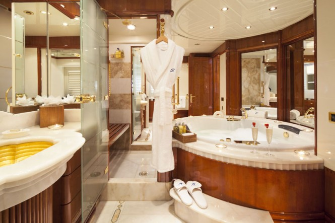 Motor Yacht STARFIRE - end your day with a hot bath