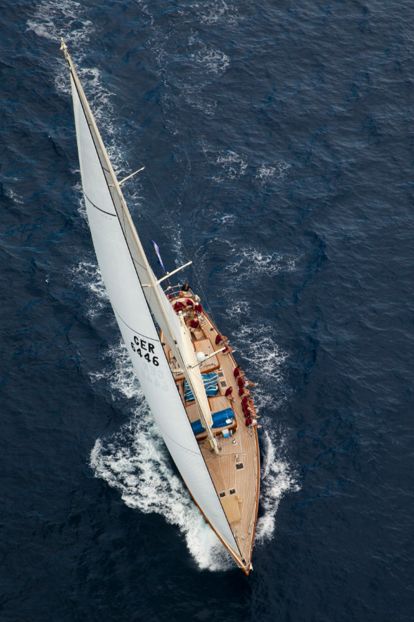 24m Claasen superyacht Drumfire under sail