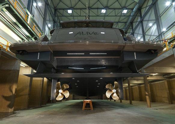 Luxury motor yacht Alive