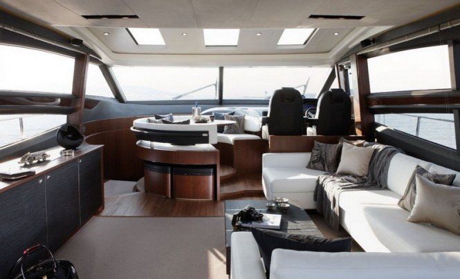 Luxury yacht Princess V72 - Saloon