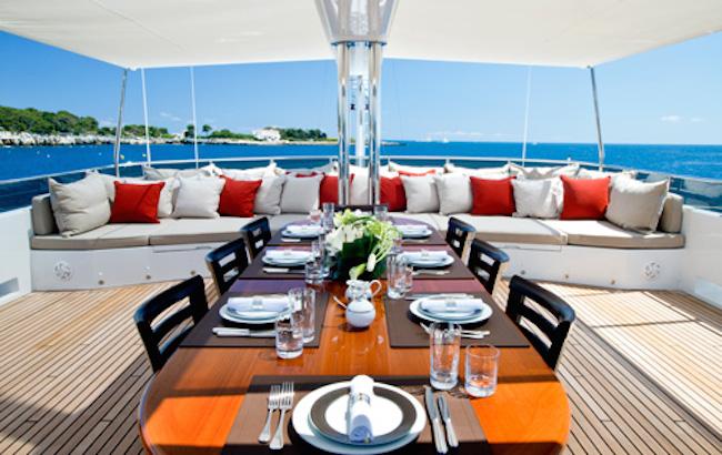 Motor Yacht KOI - Sundeck dining