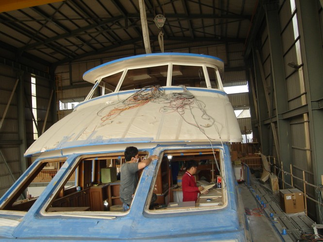 Works on motor yacht Hunt 80 Sport