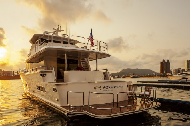 Horizon V80 Yacht - aft view