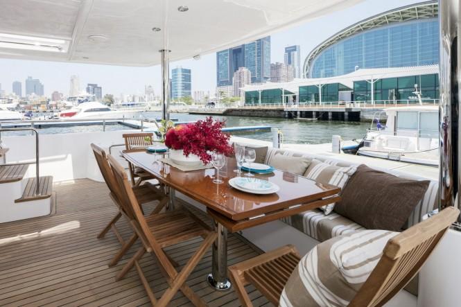 Luxury yacht Horizon V80 cockpit - Exterior