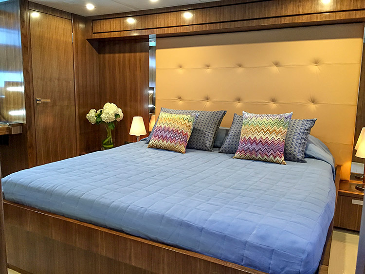 The 77 enclosed flybridge yacht life serenity has a full for Enclosed bed frame