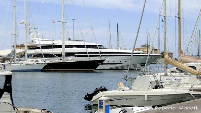 BALISTA Yacht - side view - Photo by Roberto Malfatti