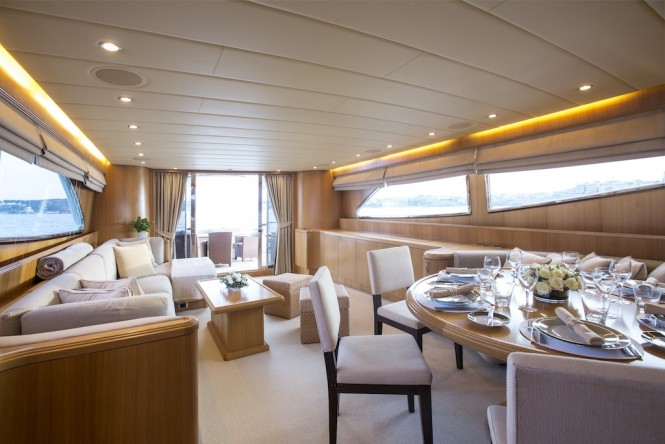 Luxury yacht LITTLE JEMS - dining area and saloon