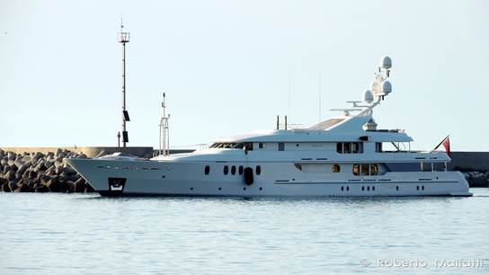 Seahorse Yacht - side view - Photo by Roberto Malfatti