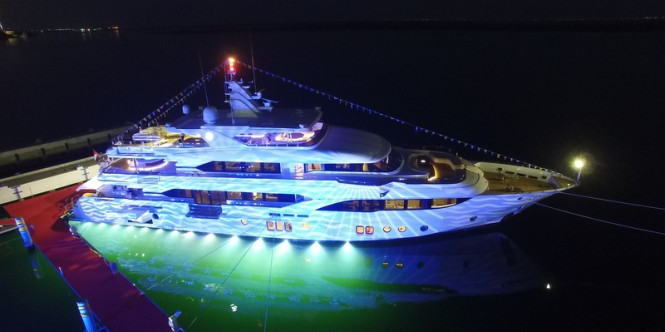 Majesty 155 superyacht shows off her stunning underwater lights