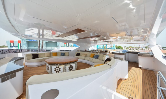 Superyacht Majesty 155 - Sun Deck Fountain and Seating Area