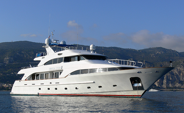 35m luxury yacht STELLA FIERA by BENETTI