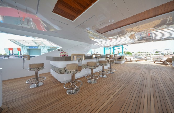 Luxury yacht Majesty 155 - Sun Deck Bar