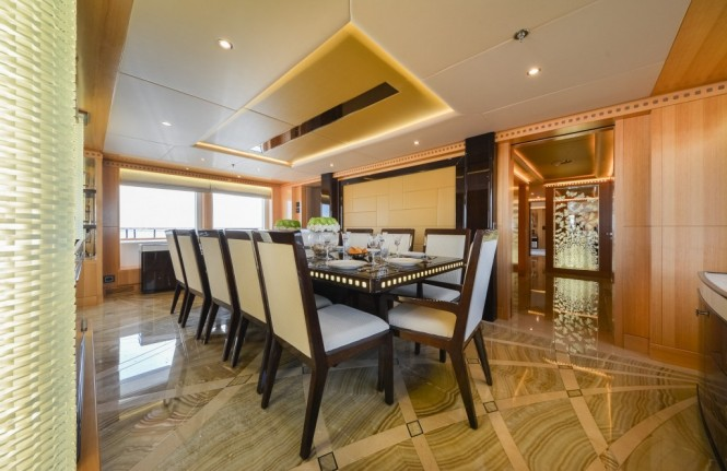 Majesty 155 Yacht - Dining