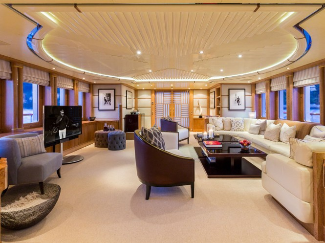 Super yacht QM OF LONDON