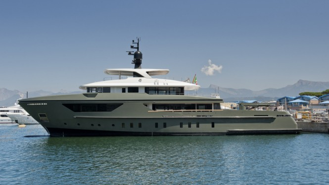 Sanlorenzo motor yacht 460EXP on the water