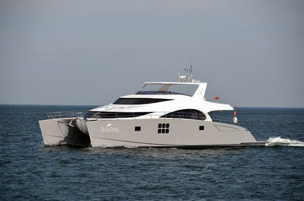70 Sunreef Power yacht BLUE BELLY underway