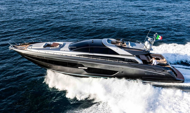 88 Domino Super Yacht At Full Speed Yacht Charter